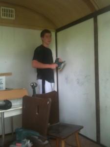 Nico bei der Renovierung des Innenlebens